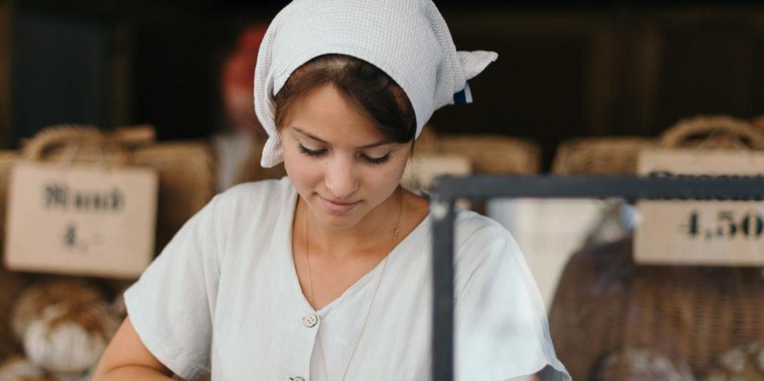 Ung-kvinne-pa-markedet